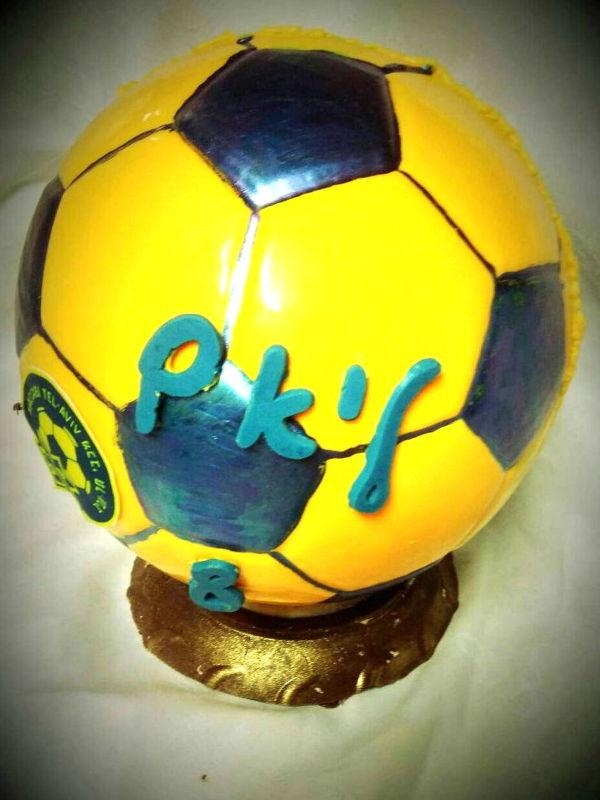 ביצת שוקולד בצורת כדורגל
