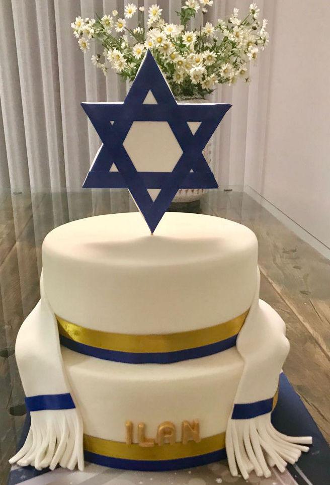 בר מצווה עוגת שתי קומות מעוצבת