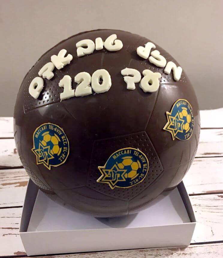 כדורגל שוקולד מלא ממתקים בעיצוב מכבי