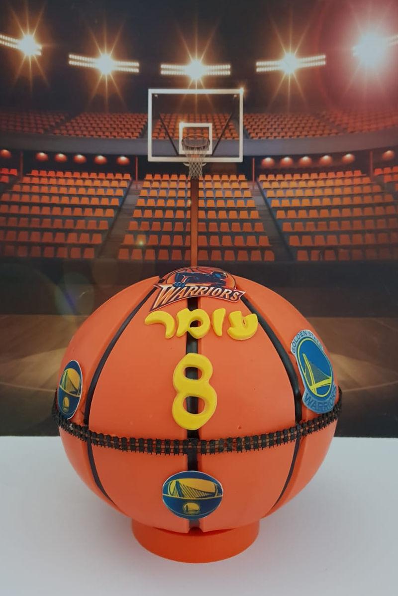 כדורסל משוקולד מלא בממתקים