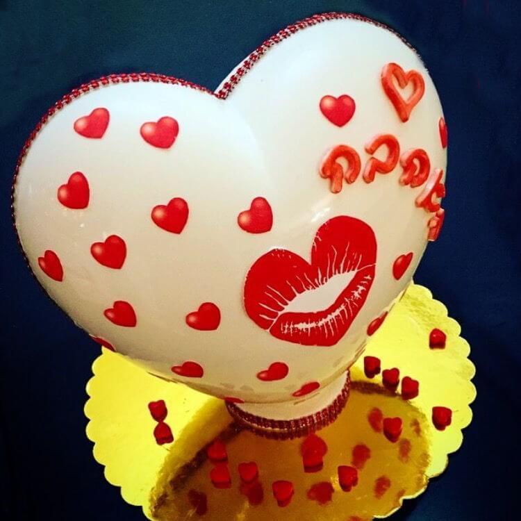 לב שוקולד ונשיקות