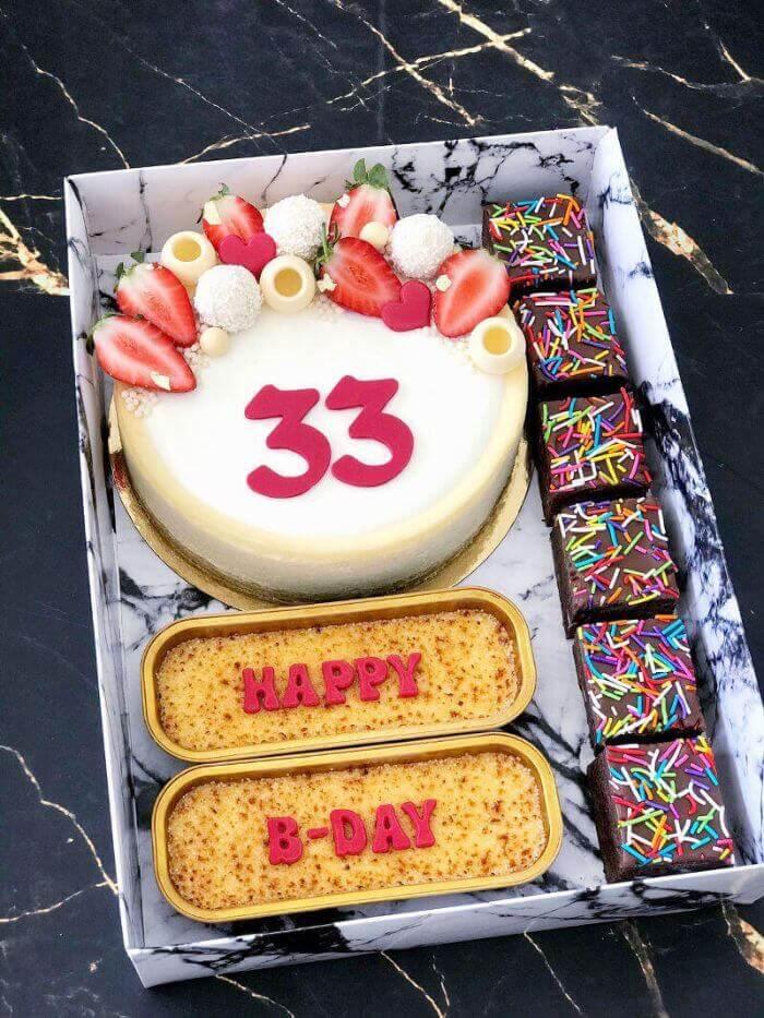 מארז יום הולדת גדול עם עוגת גבינה