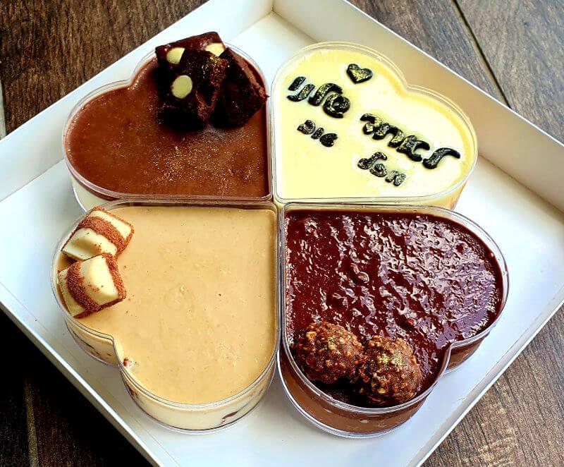 מארז לבבות ליום הולדת בטעמי קינדר ובלונדיז קרמל פררו רושה ושוקולד לבן עם בראוניז