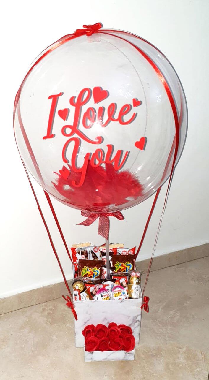 מארז ממתקים עם בלון ענק ליום האהבה