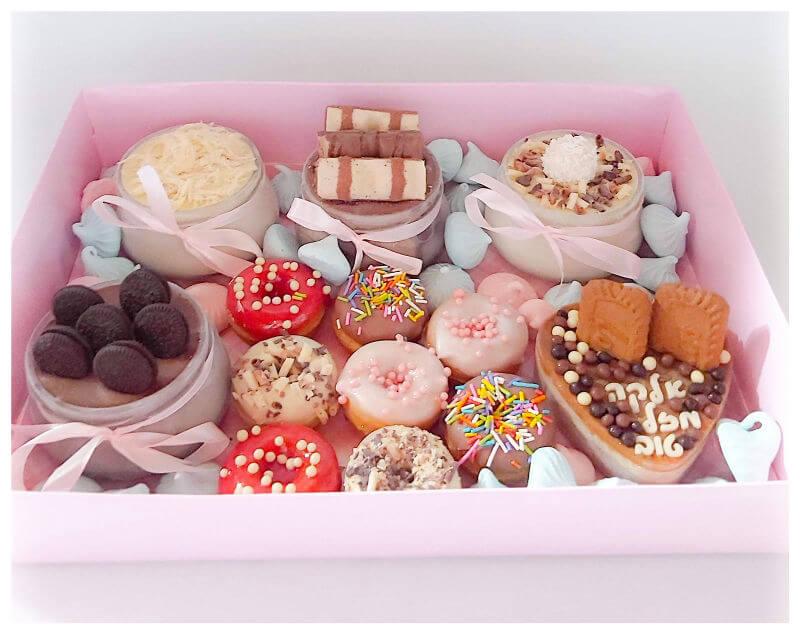 מארז מתוק של עוגות אישיות ליום הולדת