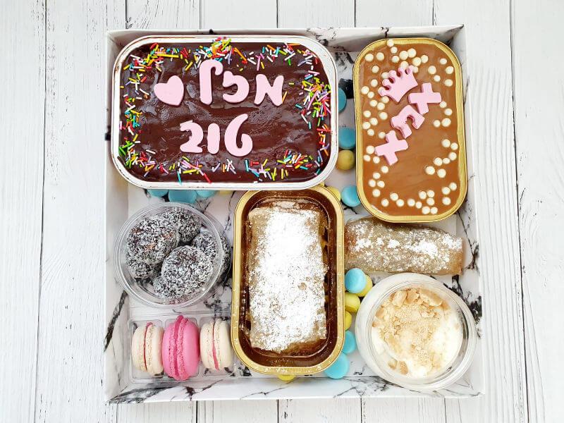מארז עוגות אישיות לאמא עם משלוח ליום הולדת