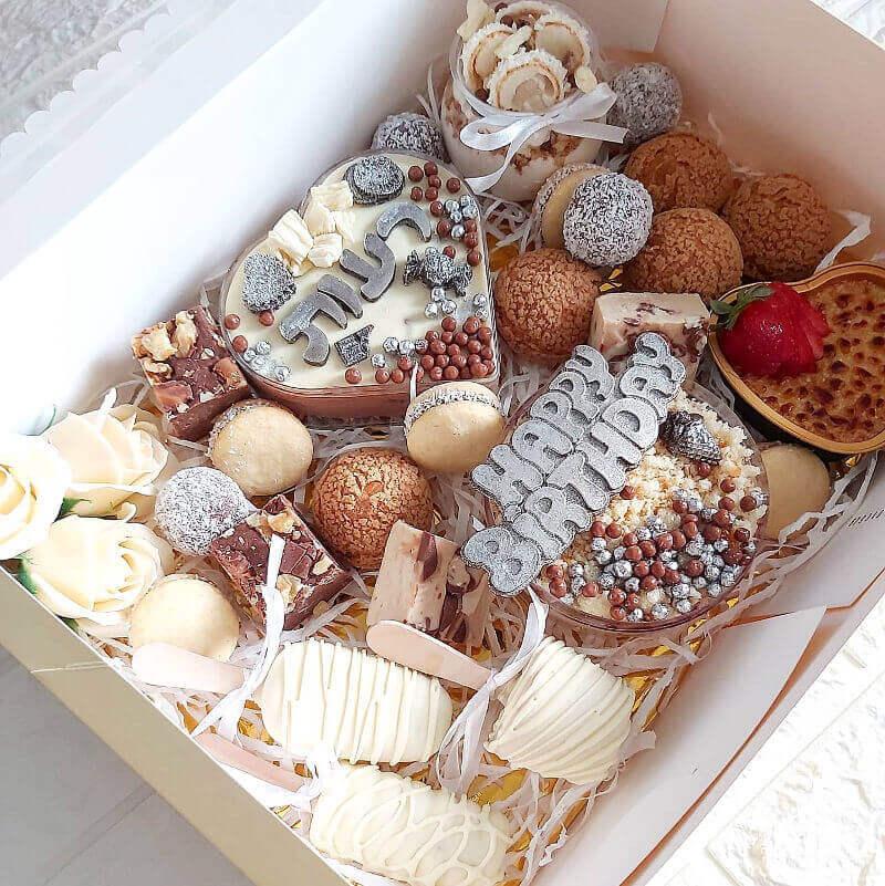 מארז עוגות אישיות ליום הולדת