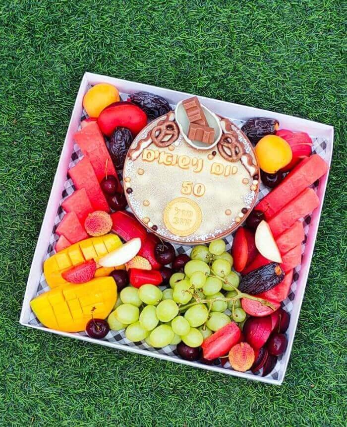 מארז פירות ועוגה ליום נישואין