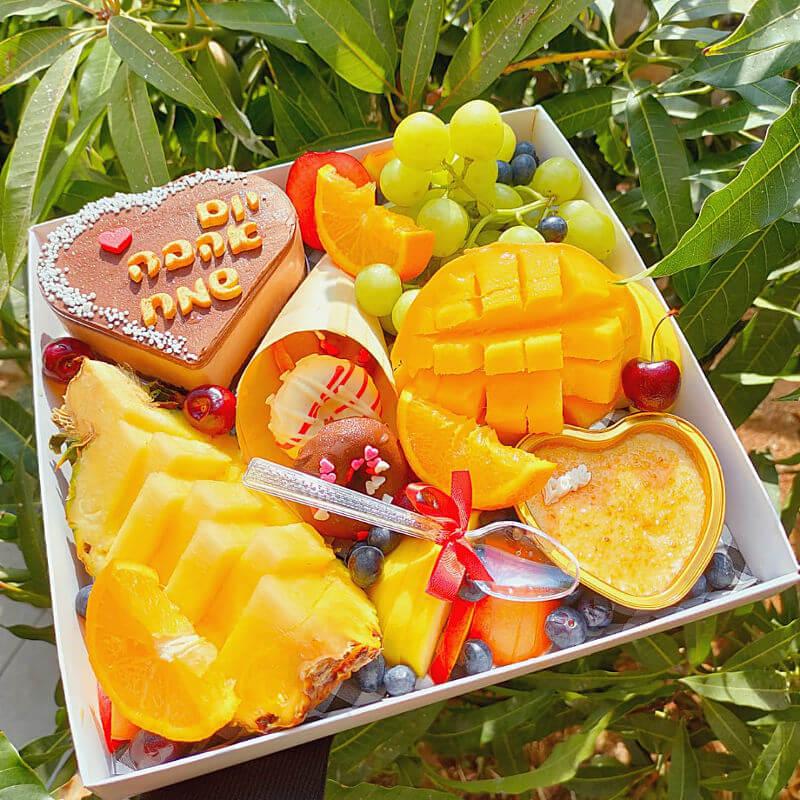 מארז פירות ועוגות מתוק ליום האהבה