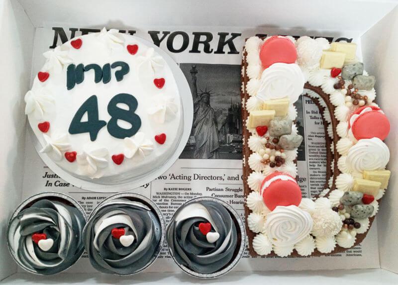 מארז קינוחים עם עוגת אותיות קאפקייקס ועוגת יום הולדת אישית