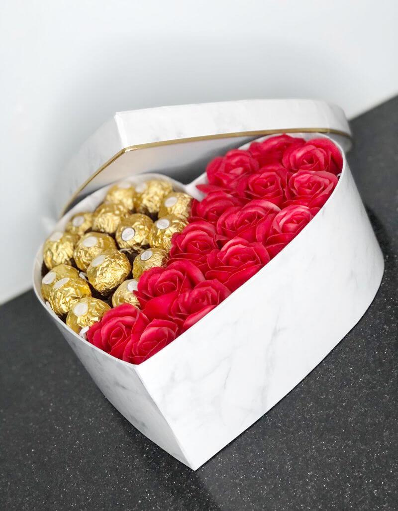מארז שוקולדים בצורת לב