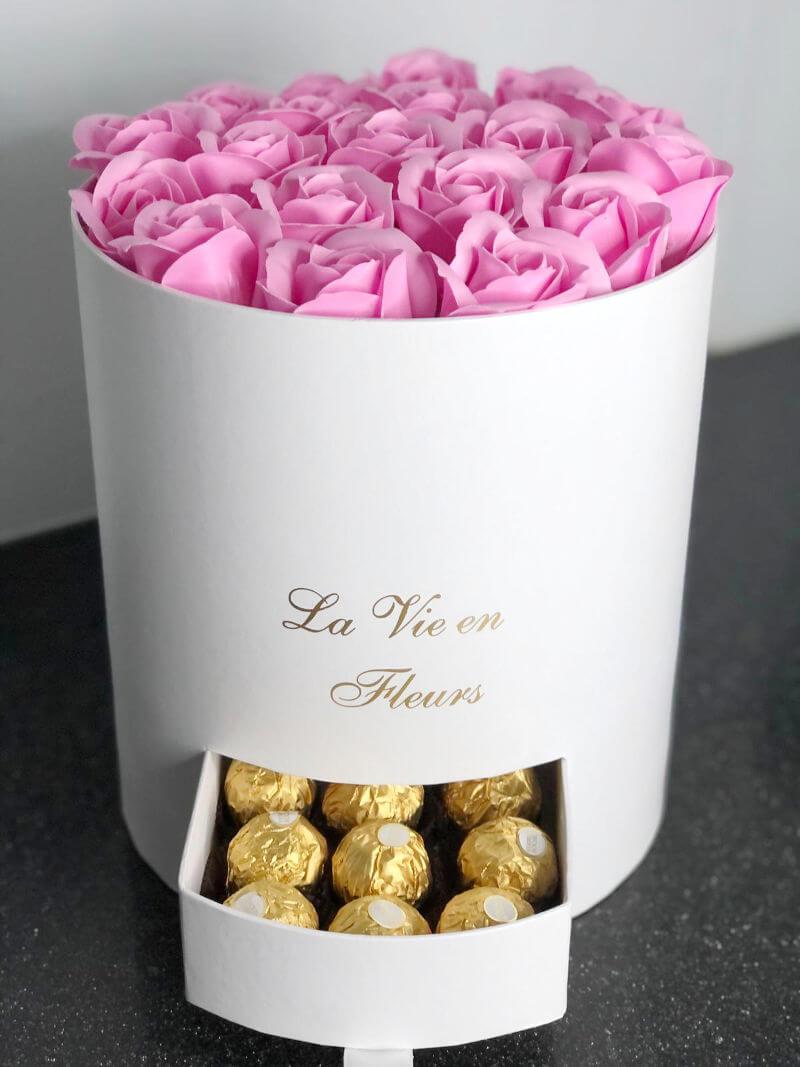 מארז שוקולדים ופרחים