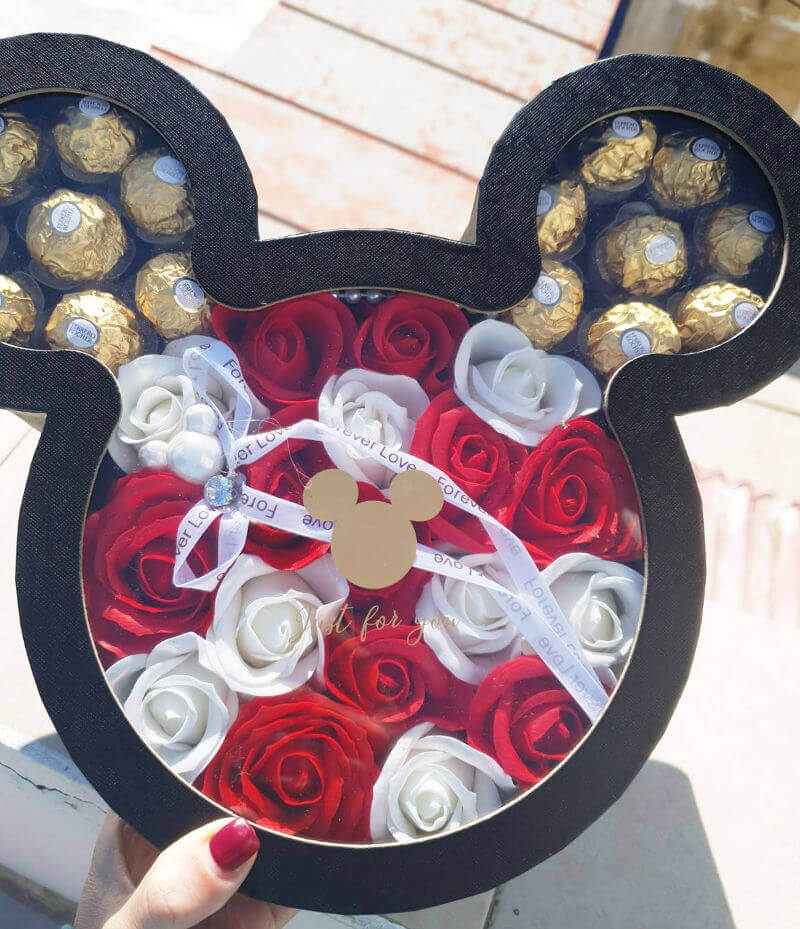 מארז שוקולדים ופרחים מיקי מאוס