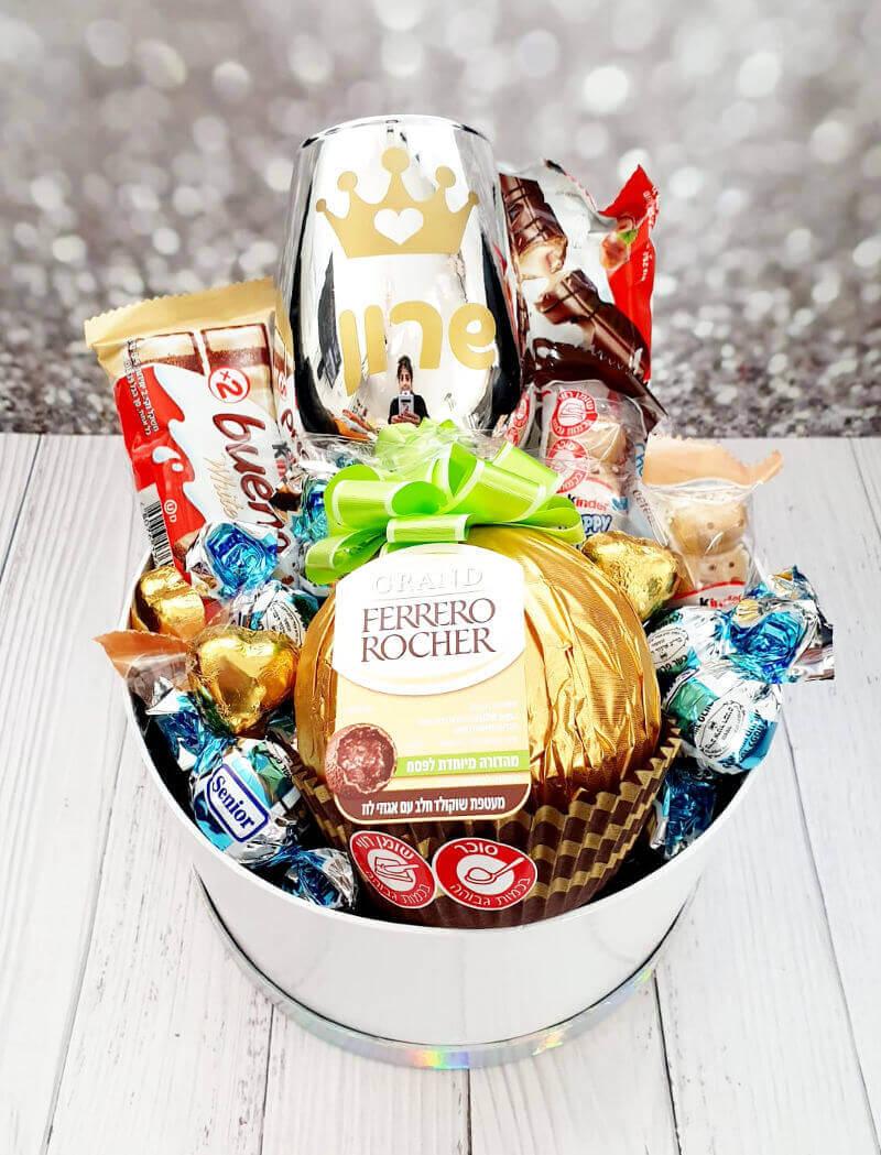 מארז שוקולדים עם פררו רושה ענק ליום הולדת