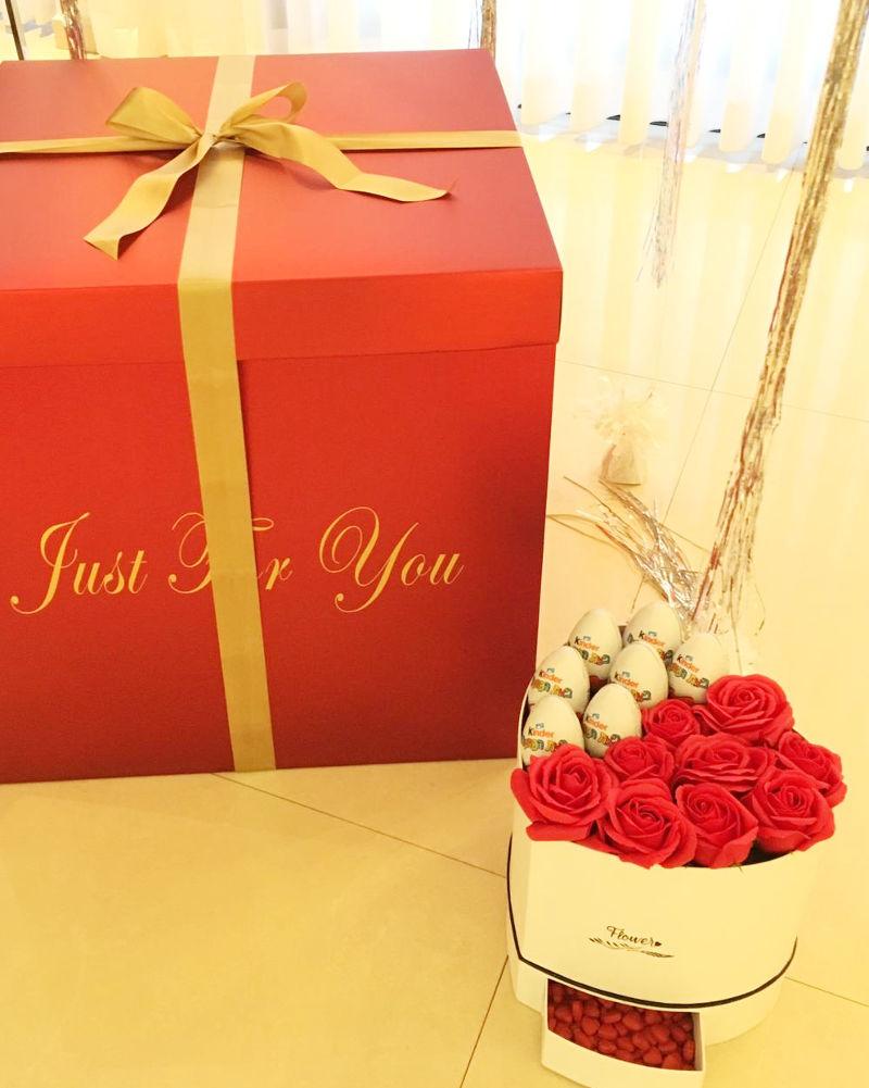 מארז שוקולדים פרחים ובלונים הפתעה