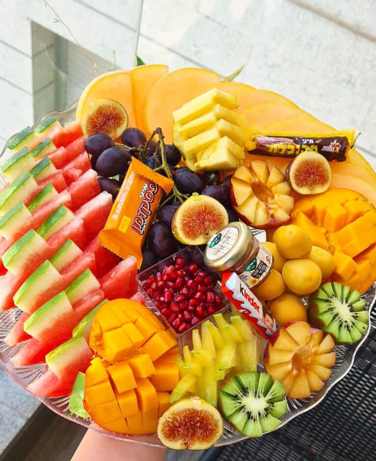 מגש פירות ומתוקים