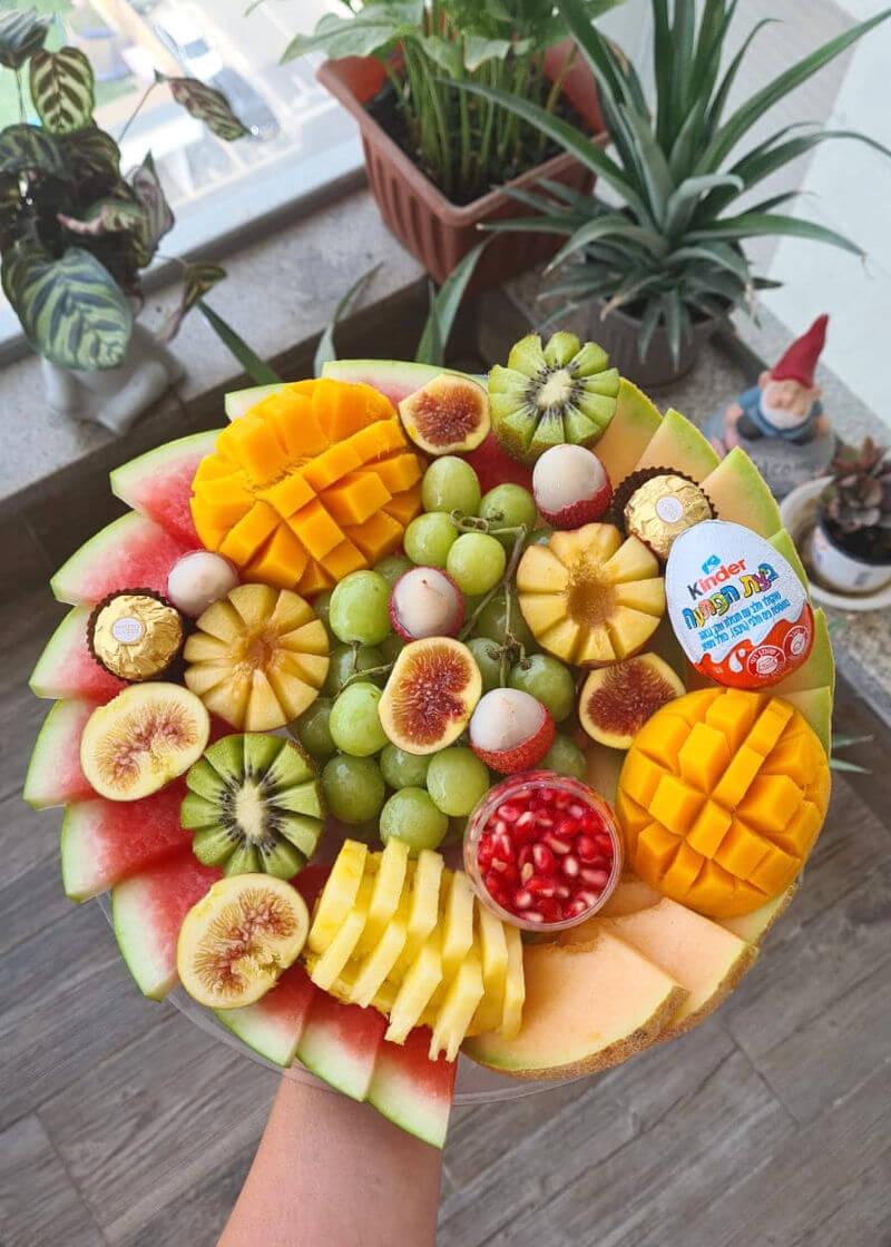 מגש פירות ושוקולדים