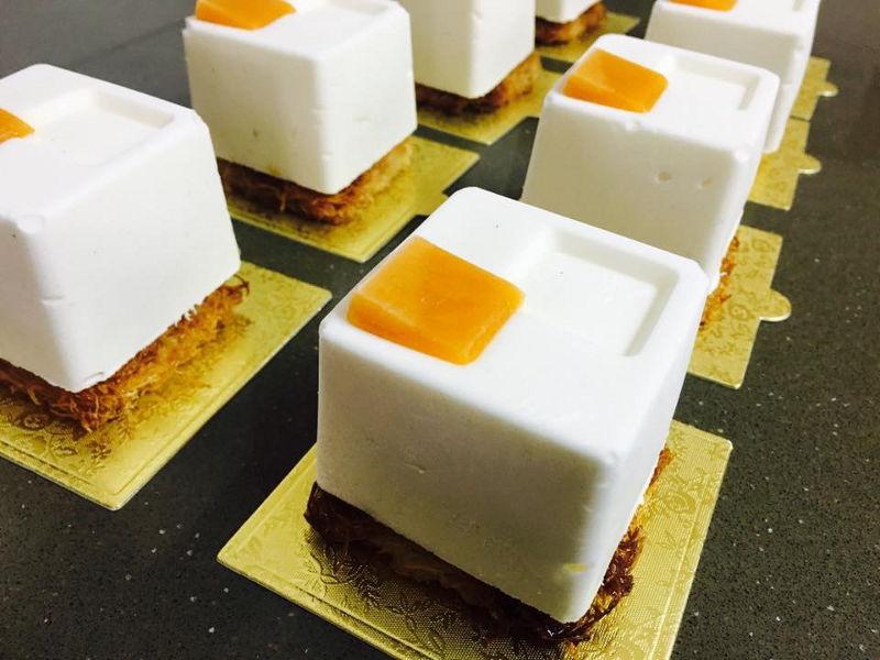 מוס גבינה משמש אישי על תחתית קדאיף