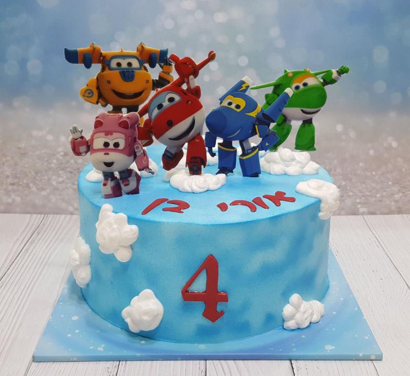 מטוסי על עוגת יום הולדת