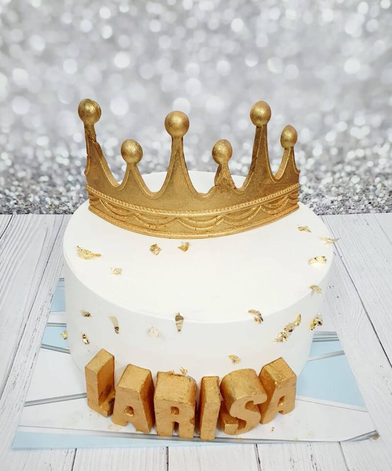 עוגה בזהב עם כתר