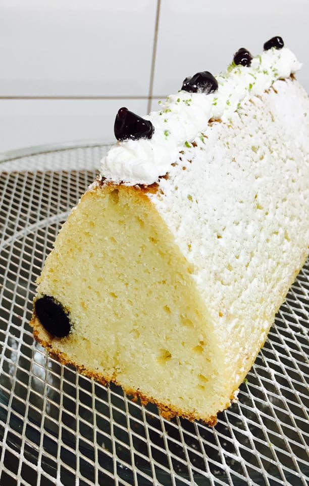 עוגה בחושה לימון ודובדבנים