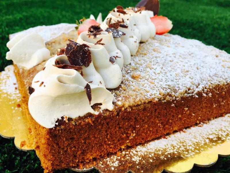 עוגה בחושה עם קצפת