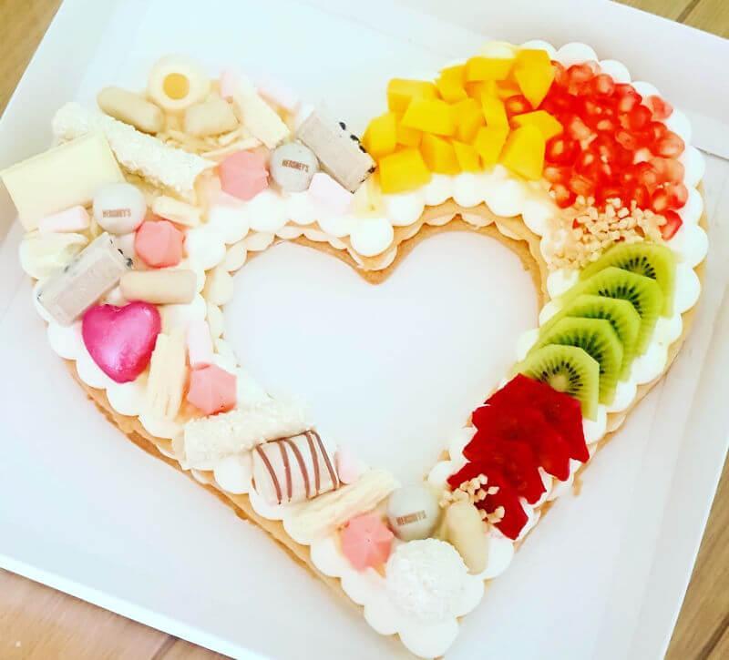 עוגה בצורת לב ליום האהבה
