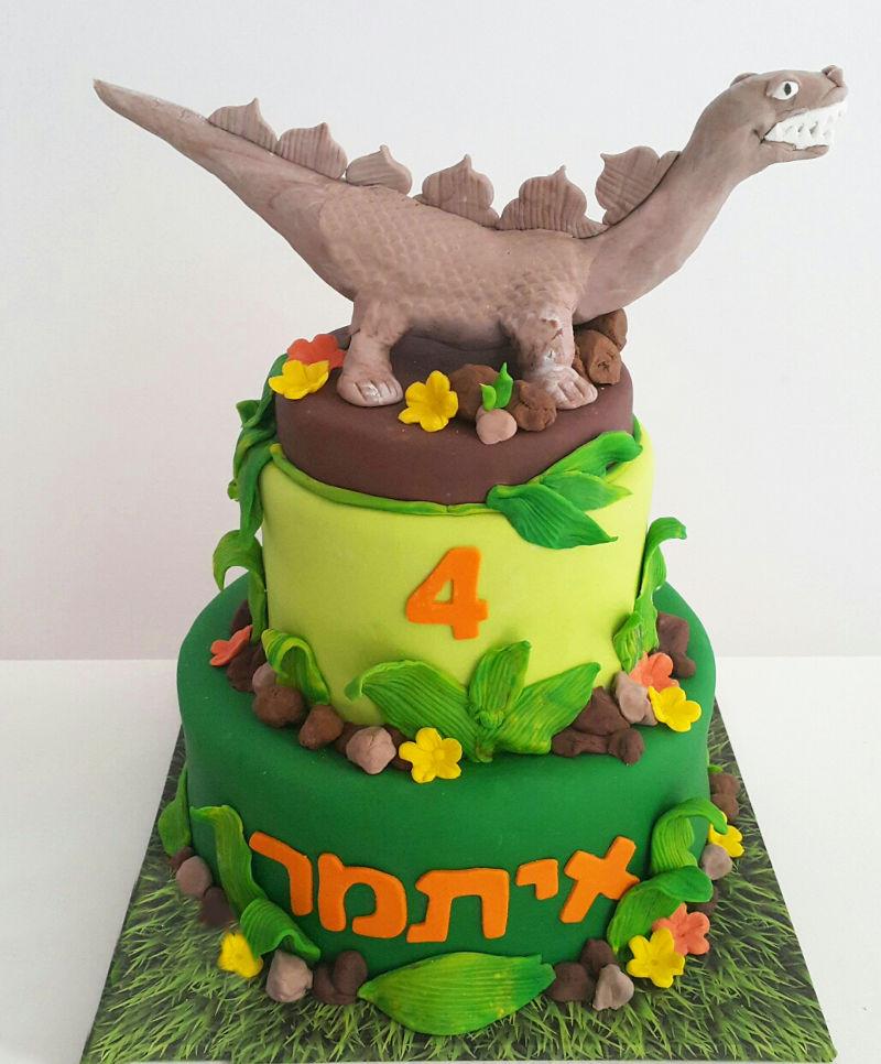 עוגת דינוזאור מבצק סוכר
