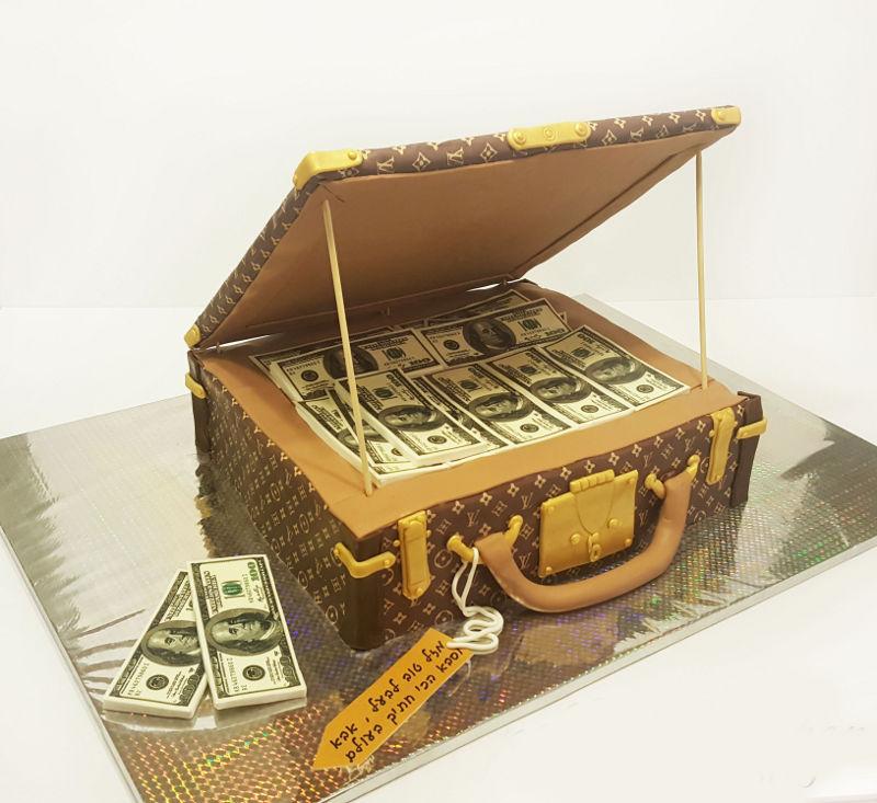 עוגת יום הולדת מיוחדת לגבר מבצק סוכר
