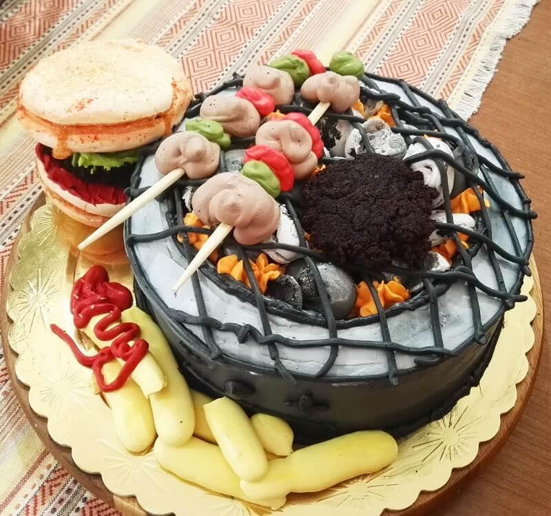 עוגת יום הולדת בצורת גריל