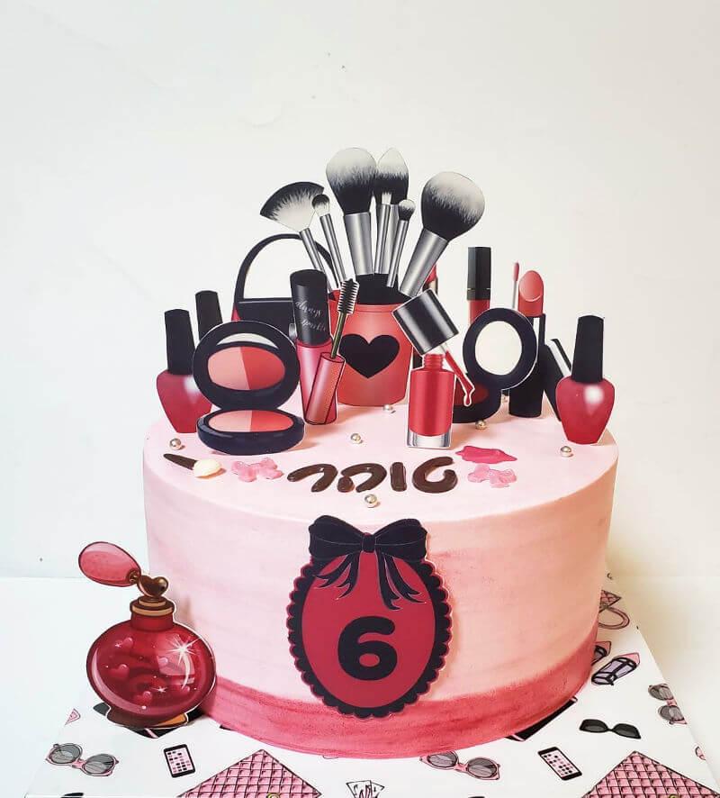 עוגה של בנות בעיצוב איפור