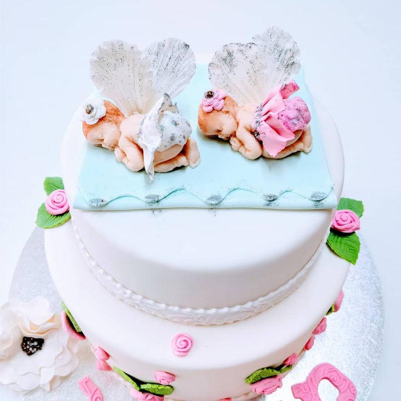 עוגה לבריתה לתאומים מבצק סוכר