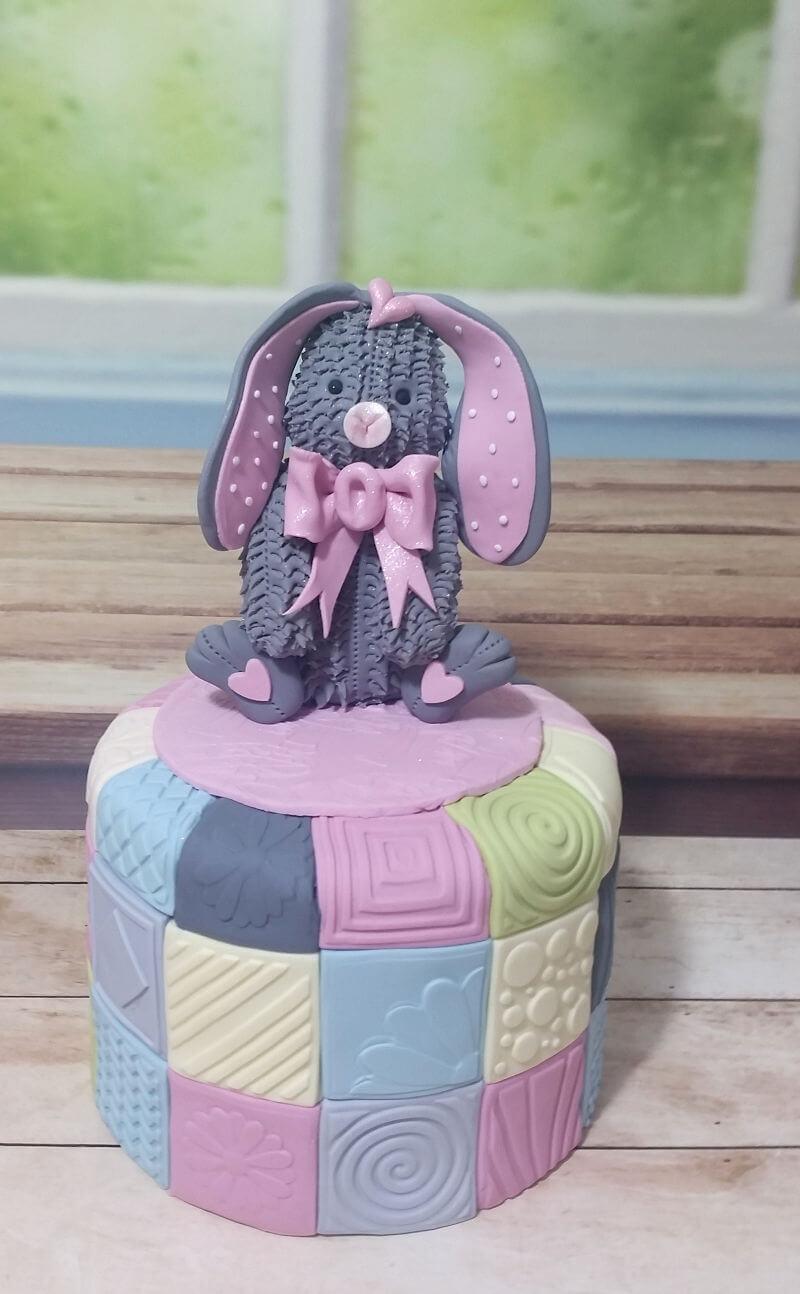 עוגה לברית של ארנב מבצק סוכר