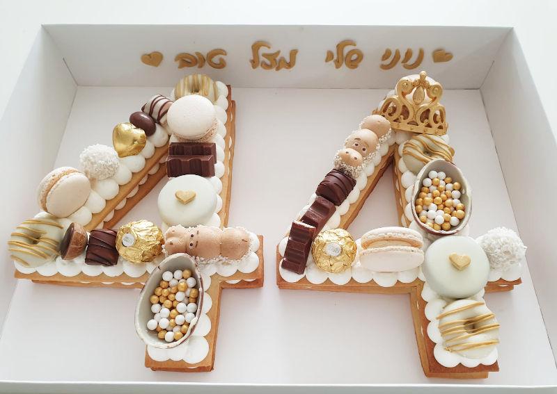 עוגה לגיל 44