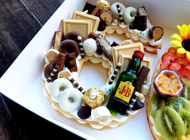 עוגה ליום הולדת 60 ממתקים מקרוב