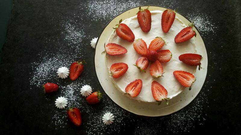 עוגת גבינה ותותים לשבועות