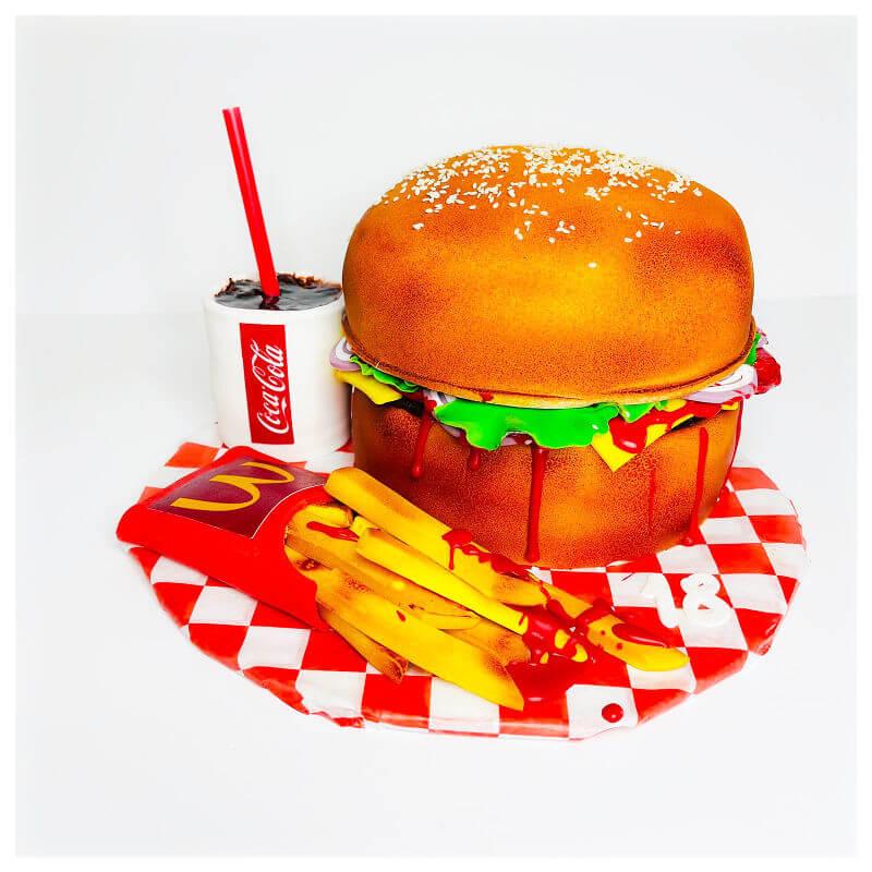 עוגה מבצק סוכר בעיצוב המבורגר וציפס