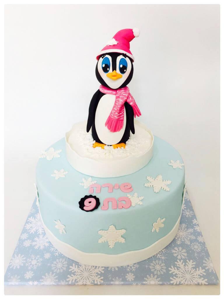עוגה מבצק סוכר עם פינגווין