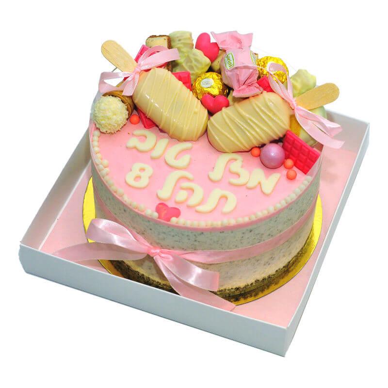 עוגת מוס אוריאו לבנות עם ממתקים ומגנומים
