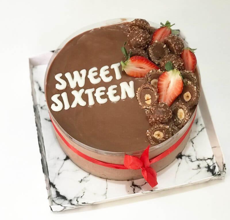 עוגת מוס שוקולד מעוצבת SWEET SIXTEEN