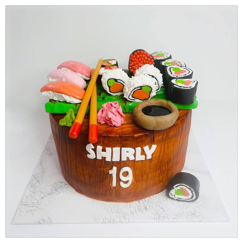 עוגה מיוחדת בעיצוב סושי מבצק סוכר