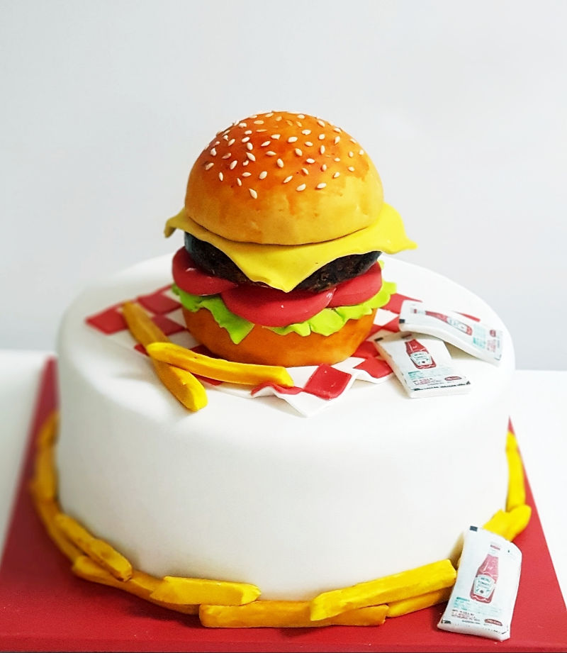 עוגה מיוחדת בצורת המבורגר