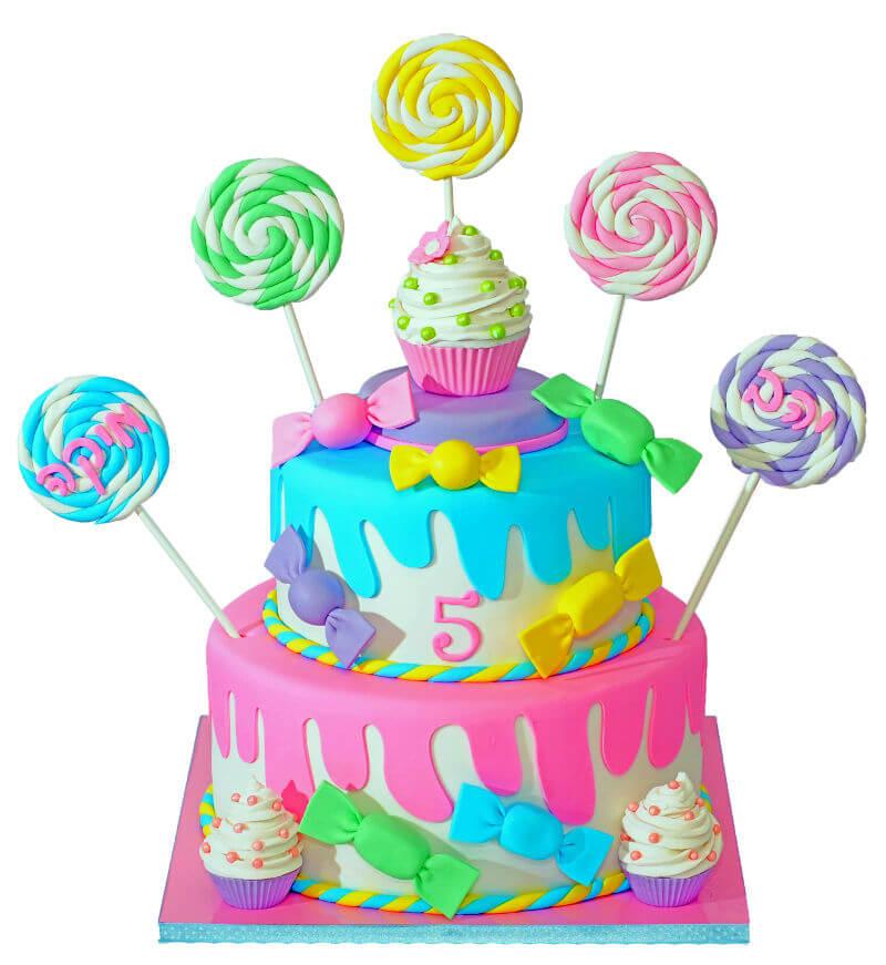 עוגה מיוחדת עם ממתקים מבצק סוכר