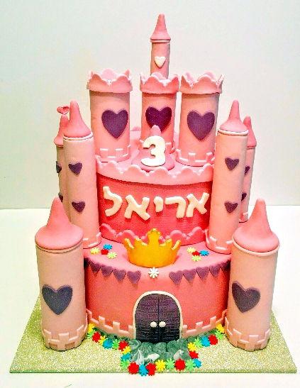 עוגה מעוצבת כארמון לנסיכות מבצק סוכר