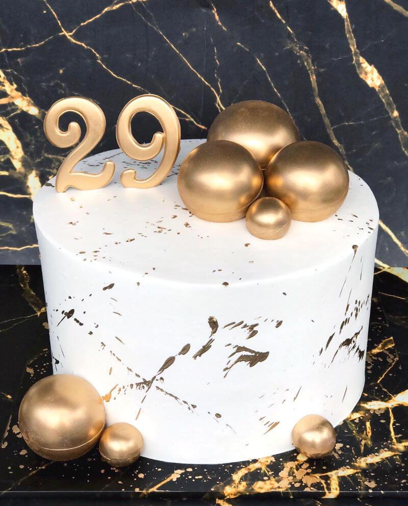 עוגה מעוצבת בזהב