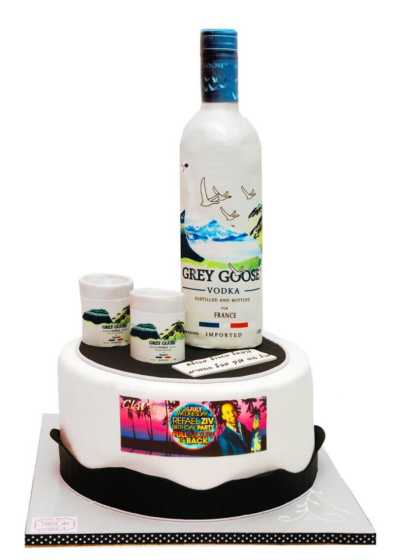 עוגה מעוצבת בקבוק אלכוהול