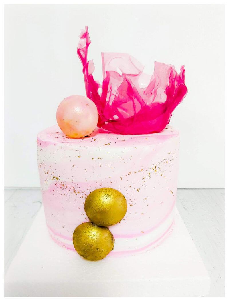 עוגה מעוצבת לאשה בורוד