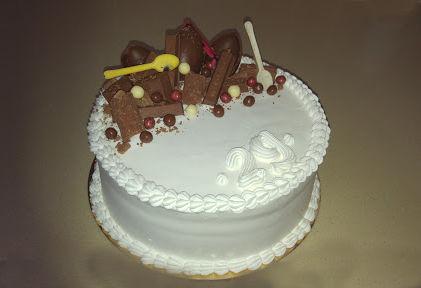 עוגה מעוצבת ממתקים