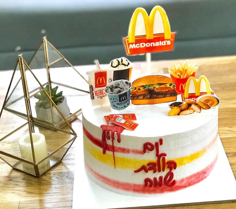 עוגת יום הולדת מיוחדת מעוצבת בסגנון מקדונלדס