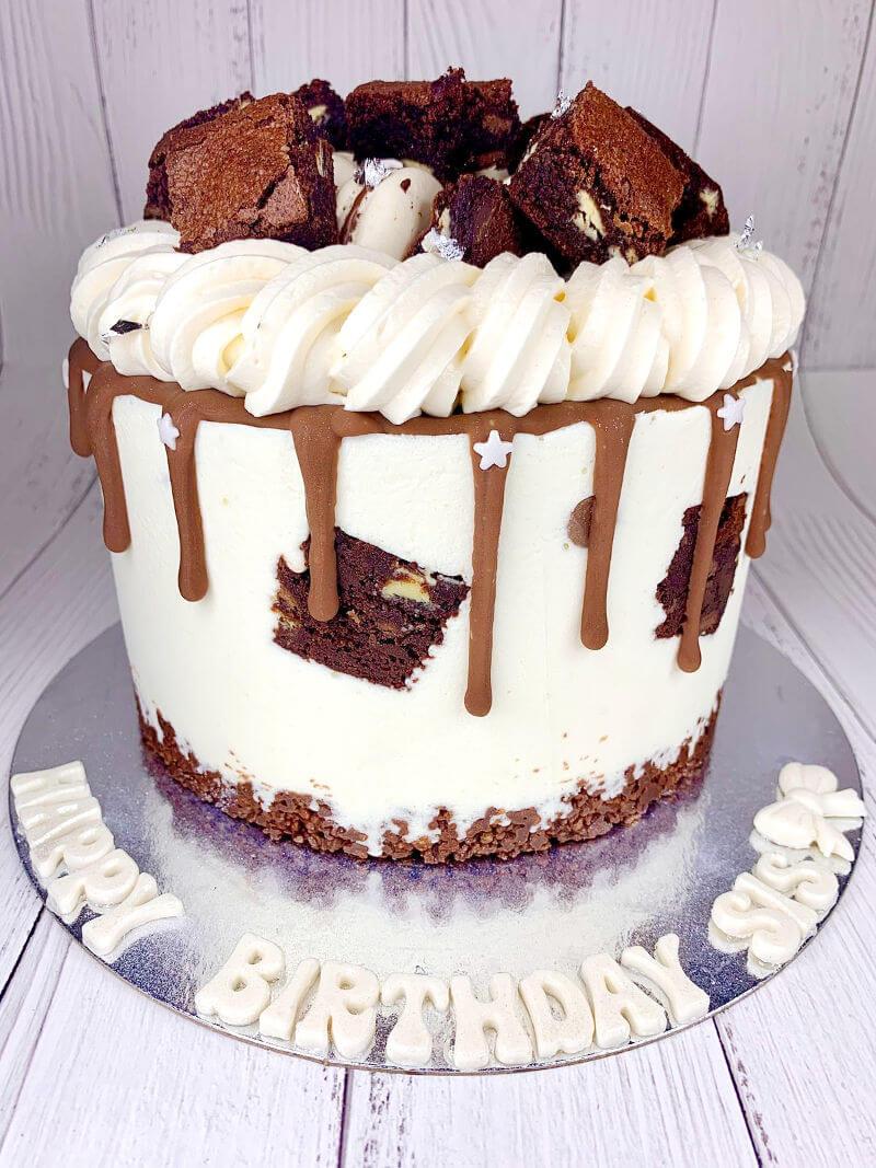 עוגה מעוצבת עם בראוניז